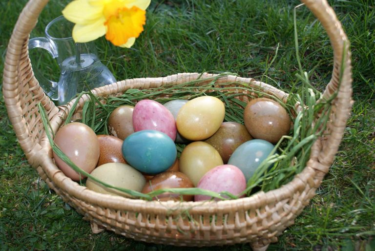 Naturally dyed eggs. Chalkboard Thoughts.